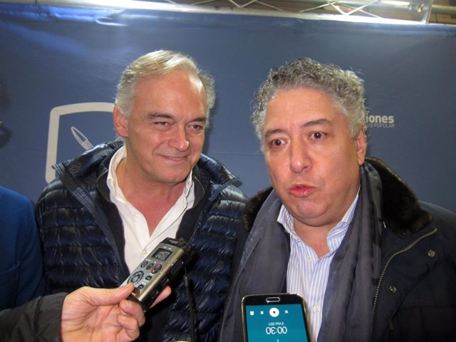 Gonzalez Pons y Tomas Burgos, en un acto de NN.GG de Valladolid.