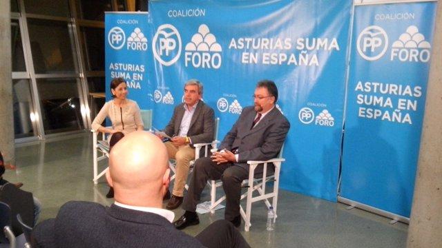 Isidro Martínez Oblanca, a la derecha