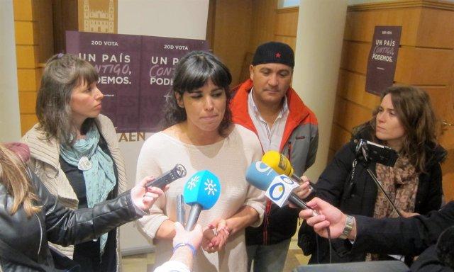 Rodríguez, junto a Jiménez y Bódalo, atiende a los periodistas.