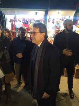 El pte.Artur Mas en la Fira de Santa Llúcia de Barcelona