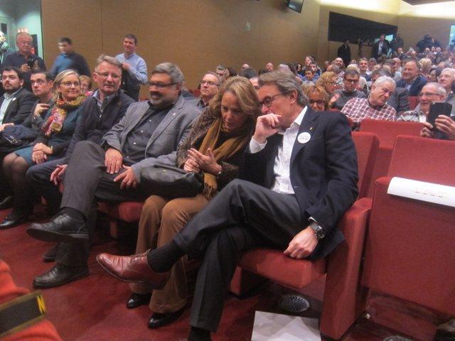 El pte.Artur Mas y su mujer, Helena Rakosnik