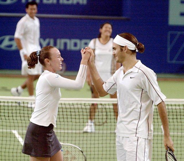 Roger Federer y Martina Hingis en un torneo de dobles en 2000