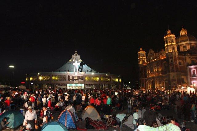 Peregrinos asisten a la Basílica de la Virgen de Guadalupe