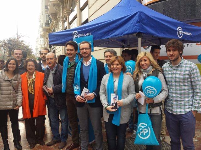 Acto del PP en la Plaza del Ayuntamiento de Valencia