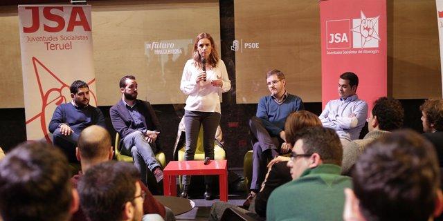 Susana Sumelzo en un encuentro con jóvenes.