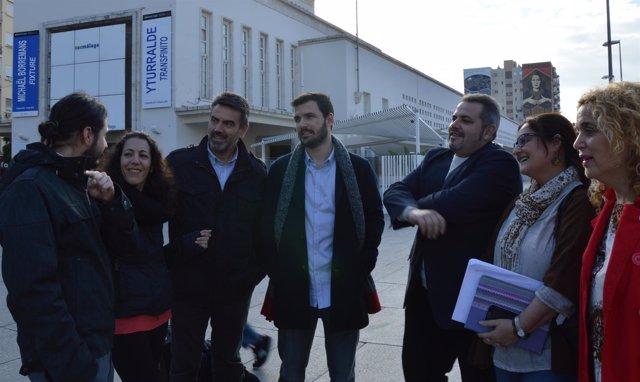 Eduardo Garzón y miembros de UP-IU de Málaga