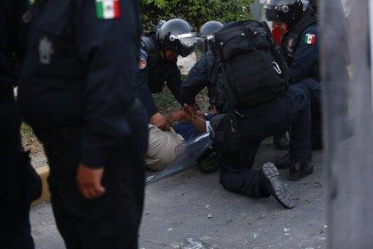 Prisión para 30 normalistas sorprendidos con explosivos en Michoacán