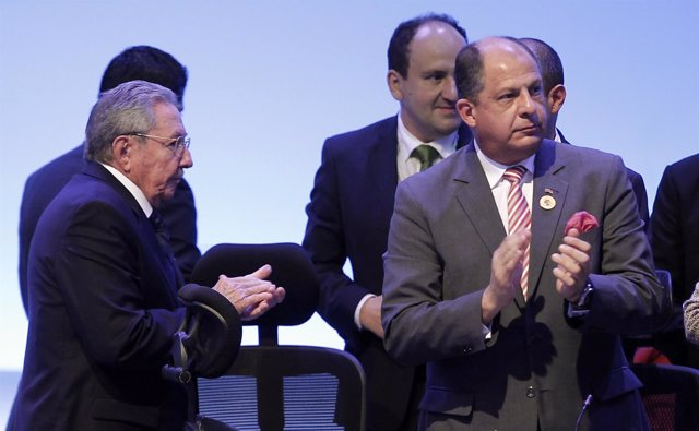 Cuba's President Raul Castro and Costa Rica's President Luis Guillermo Solis app