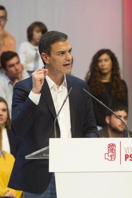 Pedro Sánchez en un mitin en campaña
