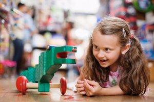 Los juguetes falsificados no son seguros para los niños