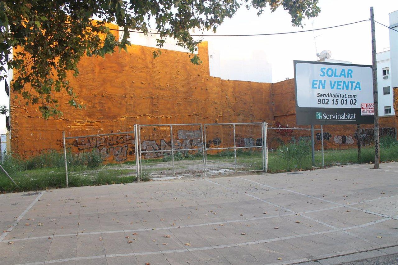 Solar en la avenida de Torneo de Sevilla