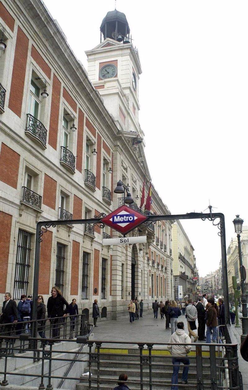 El ayuntamiento quiere racionalizar la entrada a sol en for Puerta del sol uvas