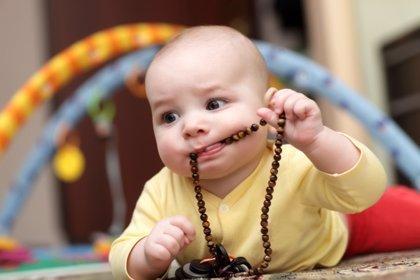 Qué hacer si mi hijo se traga un objeto