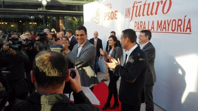Pedro Sánchez junto al alcalde de Elche Carlos González y Ximo Puig