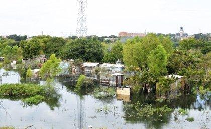 Evacuan a más de 8.000 familias en Asunción por la crecida del río Paraguay