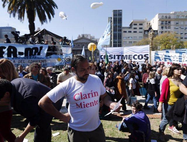 """""""Clarín Miente"""", Manifestación Ley De Medios Argentina"""