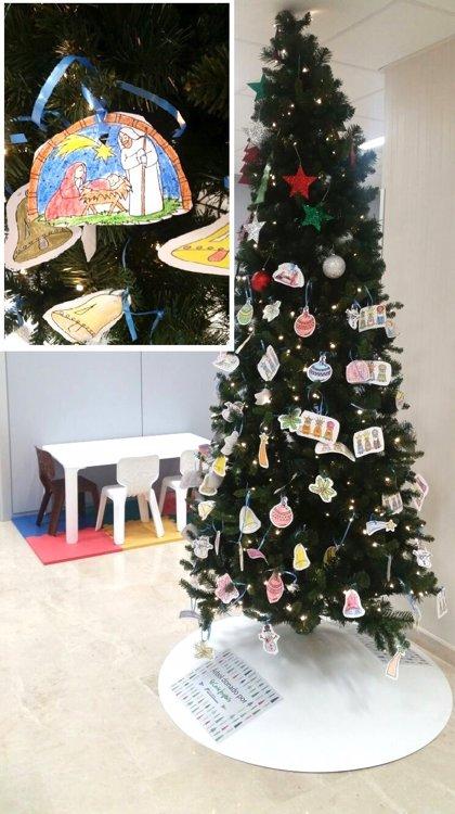 HM Hospitales promueve que los más pequeños decoren sus árboles de Navidad