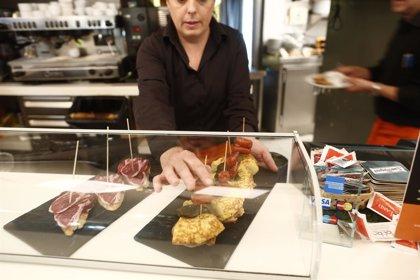 Los españoles prefieren los bares si comen fuera de casa