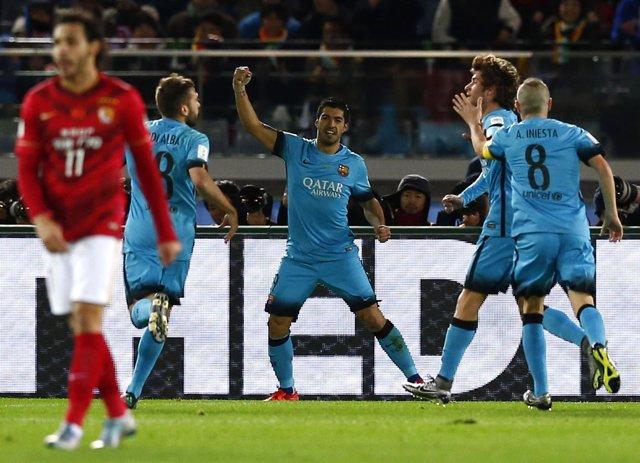 Luis Suárez marca en el Barcelona - Guangzhou Evergrande del Mundial