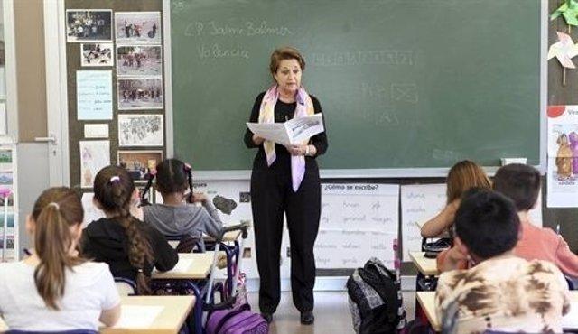 Una profesora en el aula