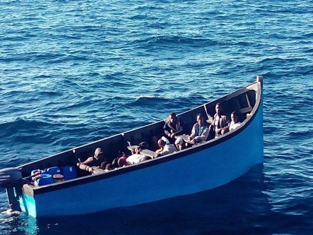 Rescatan una patera con 26 personas a 20 millas de Maspalomas