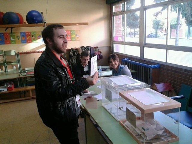 Mendiola ejercer su derecho al voto después de las 10:30