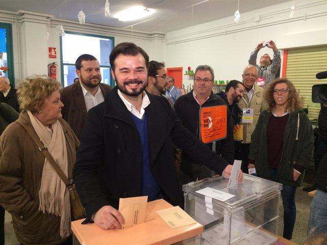 Gabriel Rufián (ERC) vota el 20D