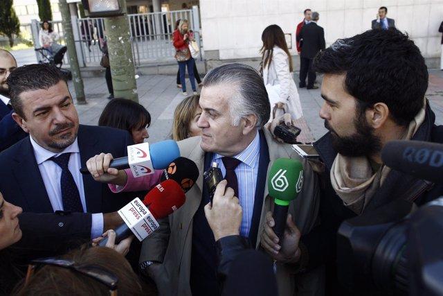 Luis Bárcenas a la salida de los juzgados