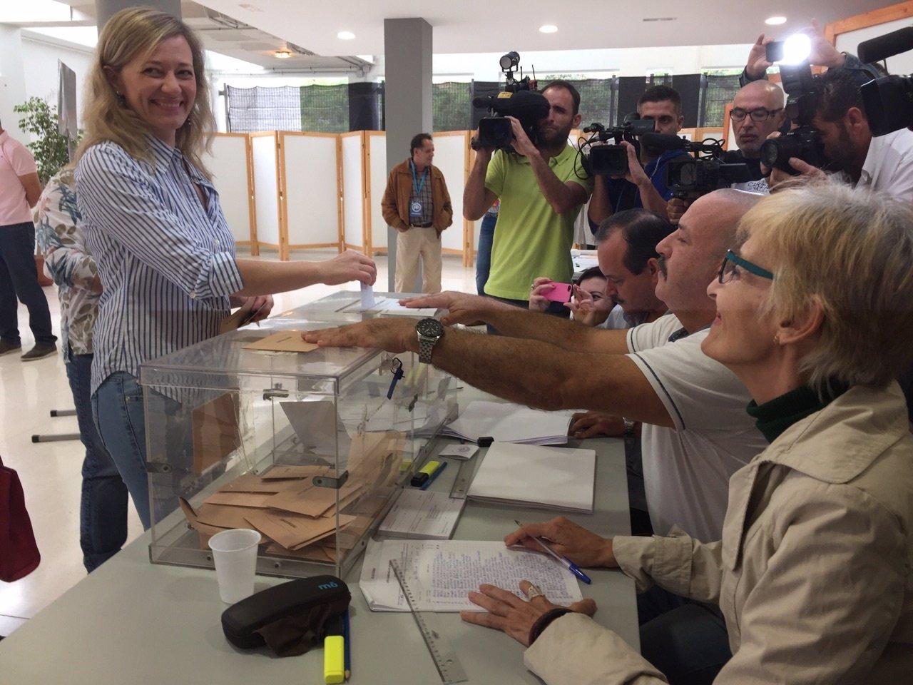 Victoria Rosell ejerce su derecho al voto