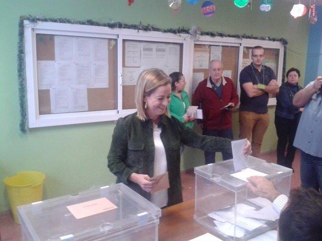 Ana Oramas ejerce su derecho al voto