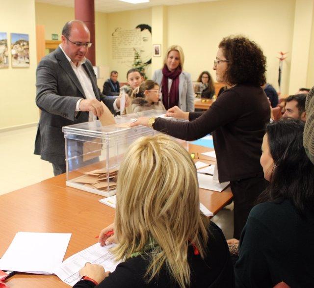 Pedro Antonio Sánchez votando