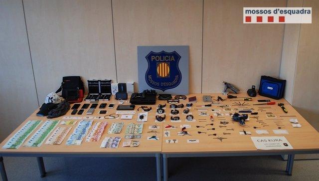 Objetos y dinero recuperado a la banda desmantelada en Tarragona