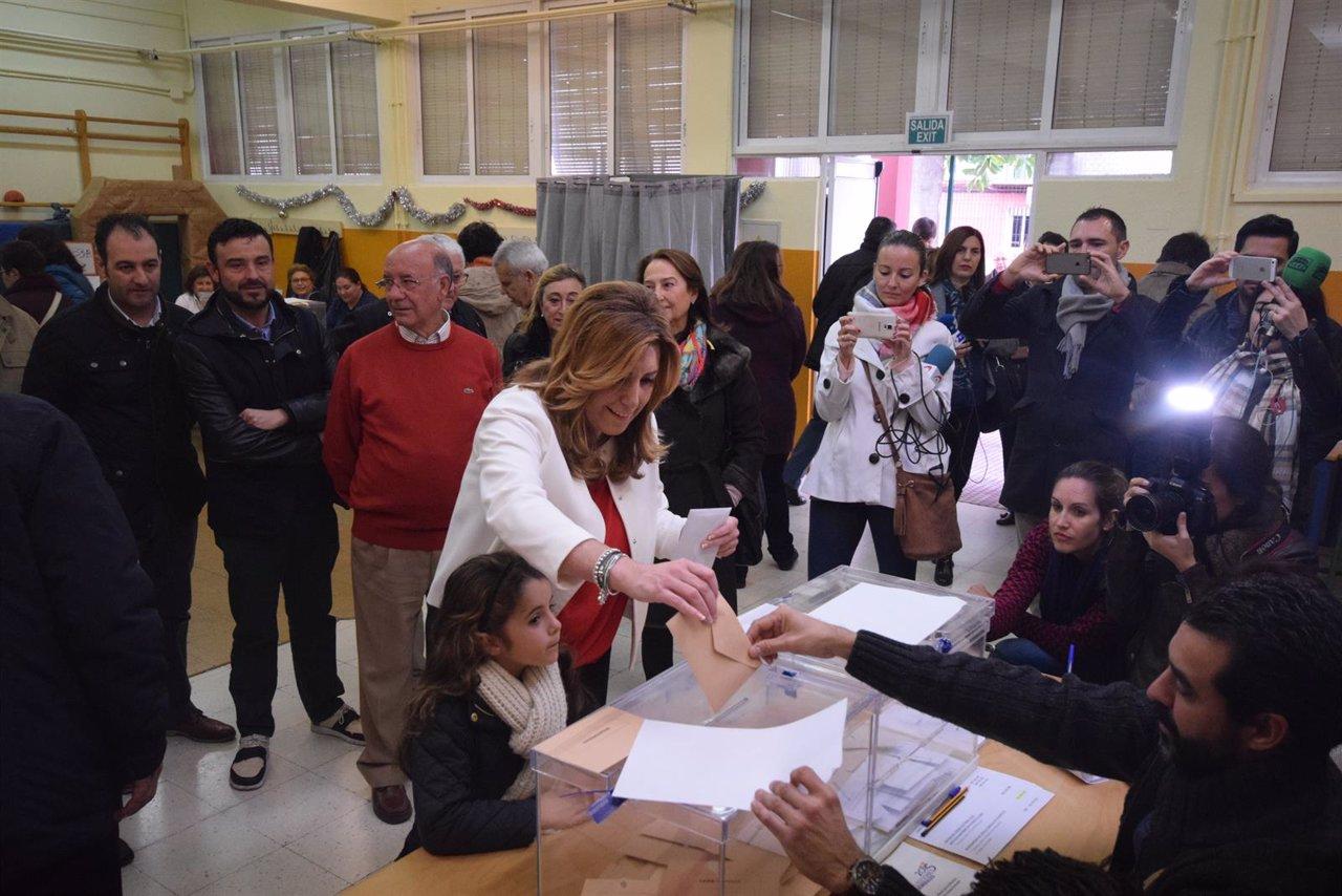 La presidenta de la Junta, Susana Díaz, vota