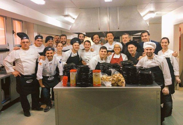 Imagen con alumnos del Grado y los chefs que han participado