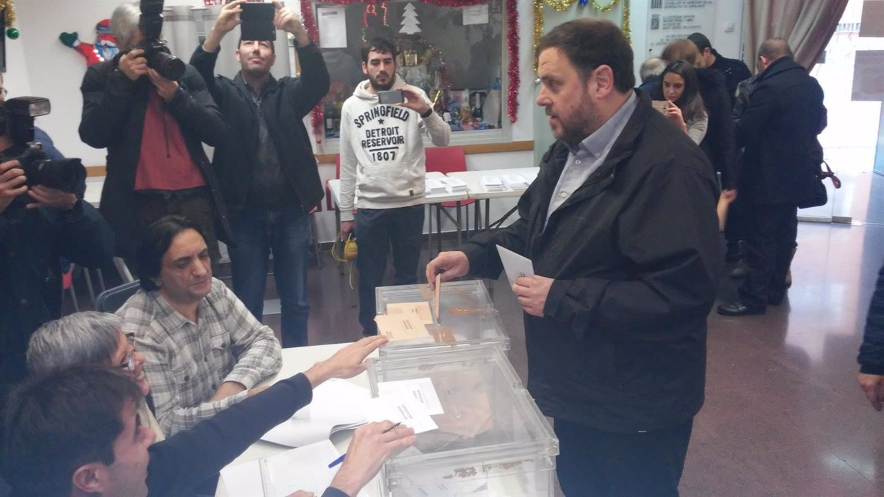 Oriol Junqueras votando el 20D en Sant Vicenç dels Horts (Archivo)