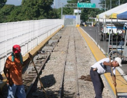 Guatemala comienza la rehabilitación de tren de carga a México