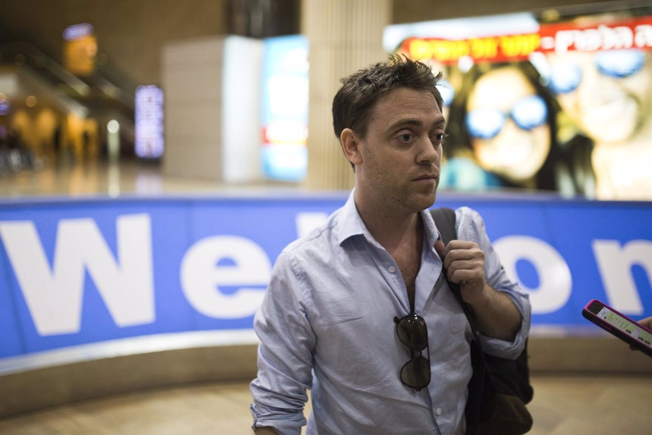Damian Pachter, a journalist with the Buenos Aires Herald, stands in the arrival