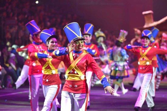 cada ao natal luz es la sede de atracciones entre los que hay espectculos obras de teatro desfiles navideos conciertos de orquestas