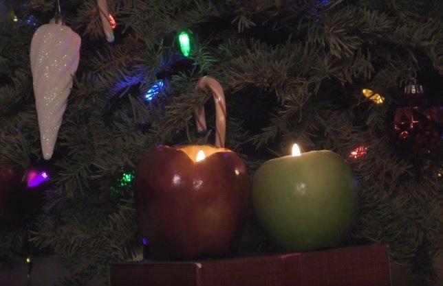 Cómo hacer una vela decorativa para Navidad con una manzana