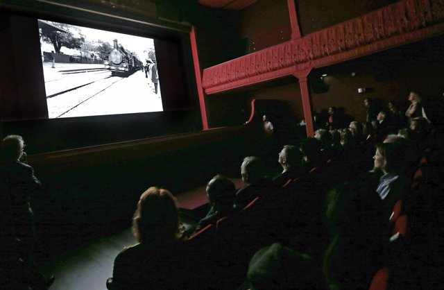"""People watch one of the very first projected movies """"L'arrivee d'un train en gar"""