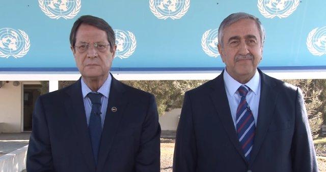 Nicos Anastasiades y Mustafa Akinci