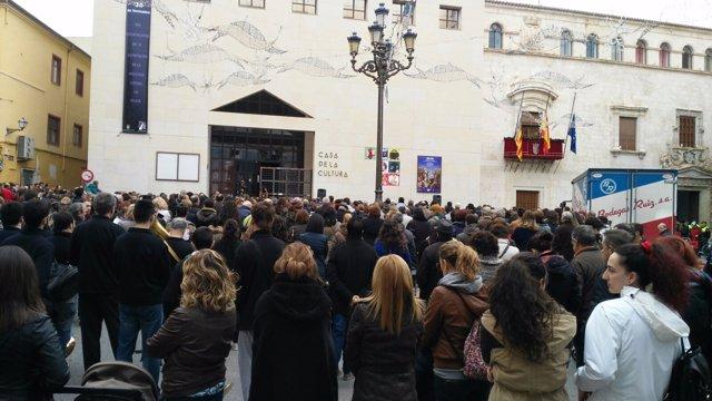 Concentración en Villena por la muerte de una mujer a manos de su expareja