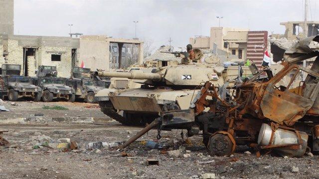 Un  tanque del Ejército iraquí en Ramadi
