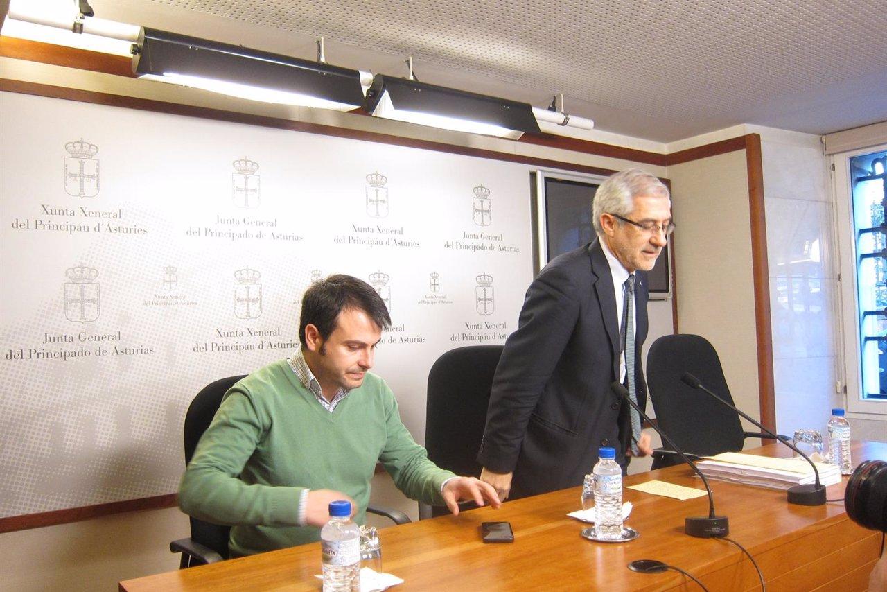 El diputado de IU Gaspar Llamazares, durante la rueda de prensa.