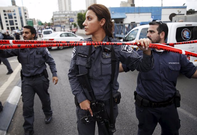 Policías israelíes en Tel Aviv