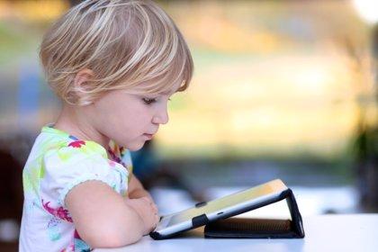 Los niños de 2 años son expertos en smartphones y tablets