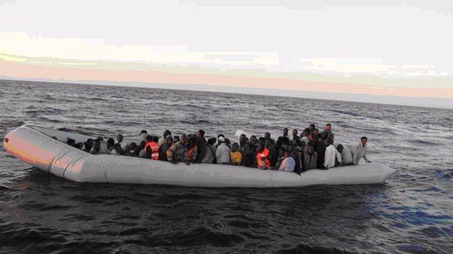Inmigrantes en aguas italianas rescatadas por la Guardia Civil en Frontex