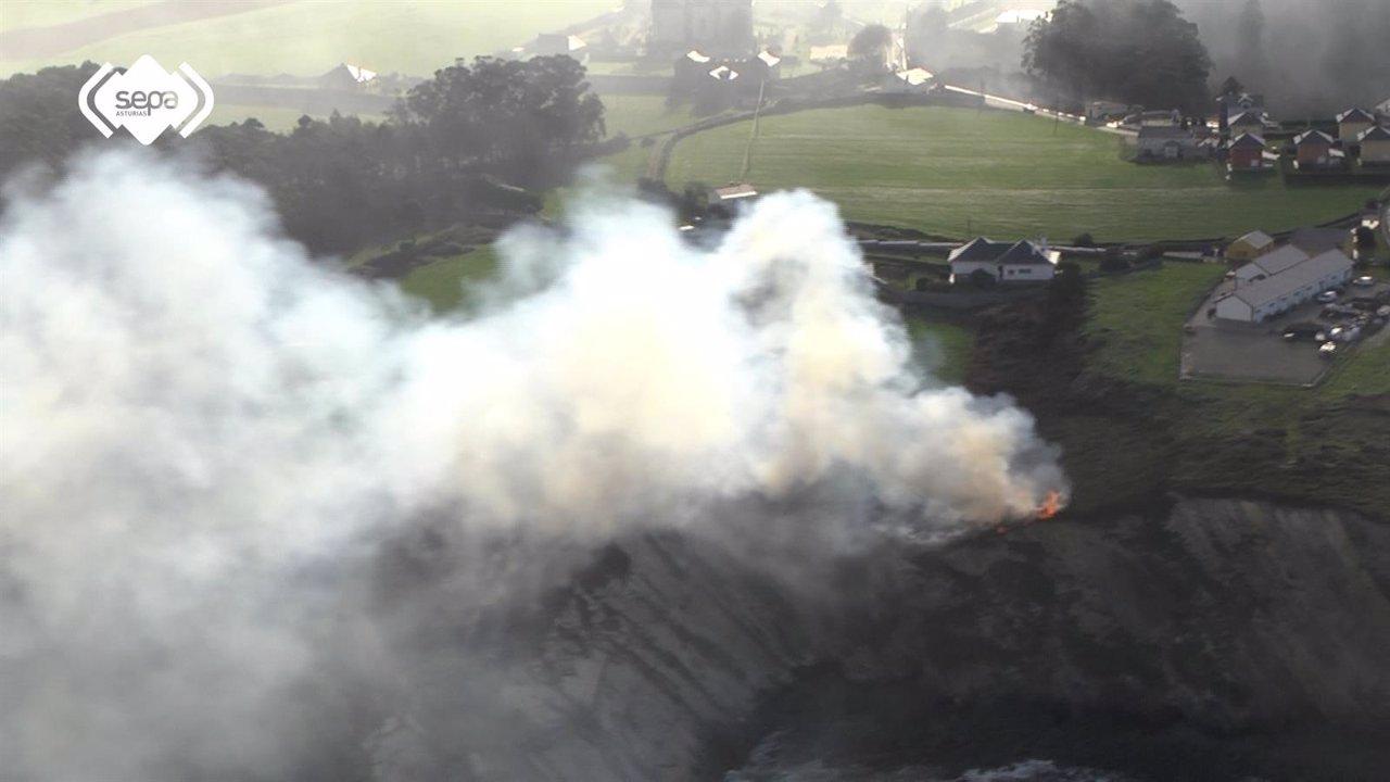 Incendio en Boal El Franco, Asturias, Fuego