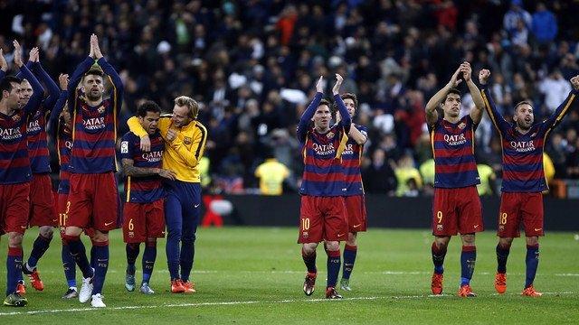 Barcelona Real Madrid aplaudiendo Bernabéu Messi Suárez Alba Piqué Rakitic