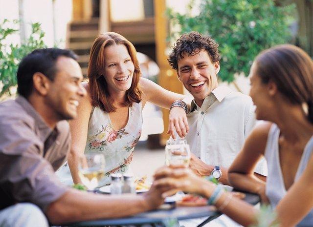 Gente sociable, amigos, grupo